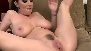 Rayveness, Housewife