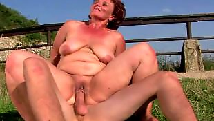 Секс со зрелой, Молодая лижет зрелой, Много голых, Мани, Лизать у зрелой, Зрелые с молодыми