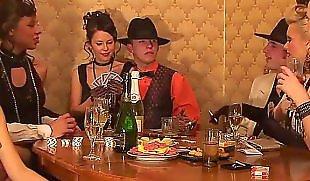 Trinken und ficken, Trinkt amateur, Trinkt, Teen erwischt und gefickt, Hd erwischt, Erwischt und gefickt