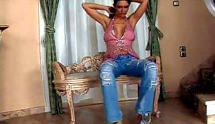 С куклой, Молодые в джинсах