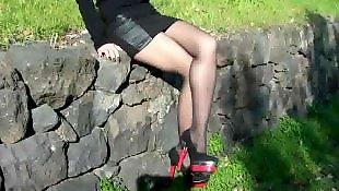 Чулки и каблуки, Черный каблук, Высокая в чулках