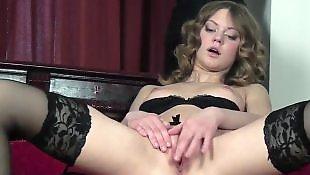 Сексуальная брюнетка мастурбирует пизду, Секси пизда крупно, Минет нескольким, Мастурбирует в чулках, Мастурбирует в красных чулках, Мастурбация в белых чулках