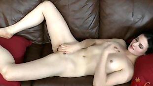 Pale, Posing