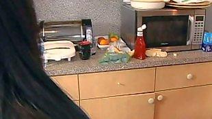 Секс большой, Юные на кухне