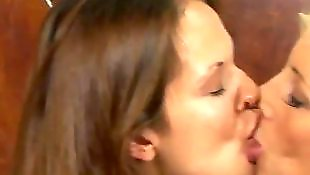 美女接吻, 漂亮女孩做爱, 女同挑逗