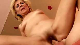 Suceuses poilues, Suce couilles, Mamies cul poilu, Mamies anal, Mamie tits, Lili