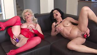 Two masturbe, Milf les, Mature les