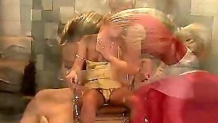 Лесбиянки в туалете, Лесби с собаками, Девушки в туалете, Бьянка