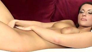 Мастурбирует на диване, Красивая дама