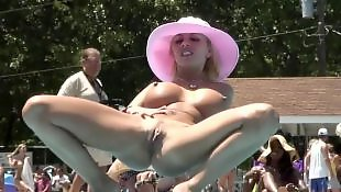 Pussy show, Naked, Outside