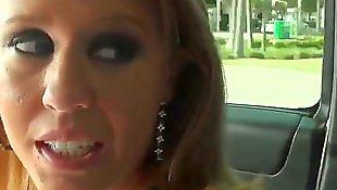 Мама в машине, Лизать у зрелой, Лижет маме, Лижет зрелой даме, Зрелые в авто