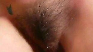 Лижут волосатую пизду и жопу, Лижет волосатую жопу