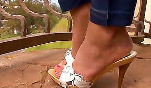 Пина ногами