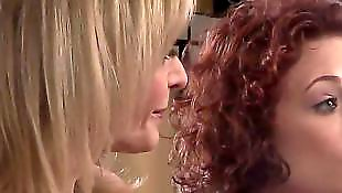 С разговорами, Лесбиянки в белье