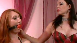 С-страпон, Порно в рыжую пизду, Ебут вдвоем