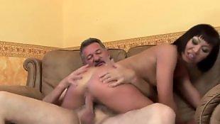 Черные в в анал, Сексуальная брюнетка мастурбирует пизду
