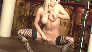 Мастурбация в сексуальном белье, Мастурбация большие сиськи чулки, Показывает грудь, В сексуальных чулках мастурбирует, Большие сиськи в одежде