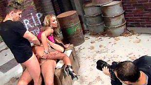 Соло в лосинах, Соло в обтягивающем, Молодые дают в анал, Молоденькая двойное проникновение, Каблуки двойное, Порно фотографии