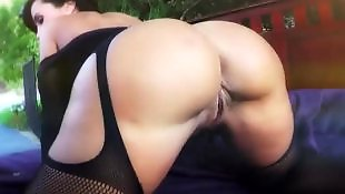 Ass shake, Lisa ann, Ass shaking, Shaking ass