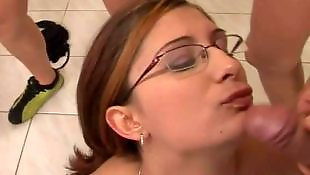 Кончил на волосы, Порно в очках