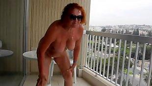 Крупный план, Нудисті, На балконе