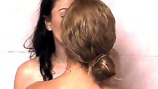 Lesbians kissing, Jessie rogers
