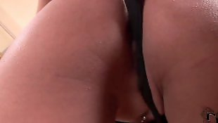 Wkładanie bielizny w cipkę, Orgazm z bliska