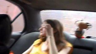 Титьки длинные, Сек машины, Красавица сосёт, Длинная грудь, Грудь, В автомобиле