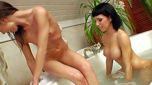 Моется в ванной, Лесбиянки в обтягивающем, Игрушки в попе, В бане
