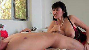 Тату на пизде, Сексуальная брюнетка мастурбирует пизду, Мастурбирует и сосет, Мастурбировать втроем, Лизать секси писю, Лижет зрелой
