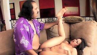 Сексуальная брюнетка мастурбирует пизду, Мастурбирует и сосет